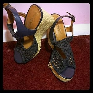 A high wedged heels